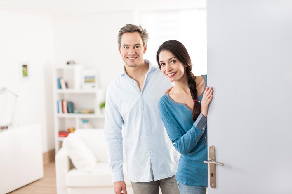 Paar an der Tür